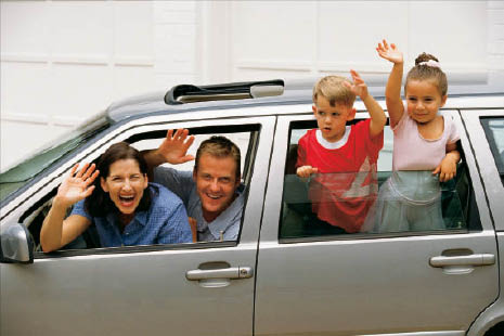 smiling family with farmers insurance auto insurance