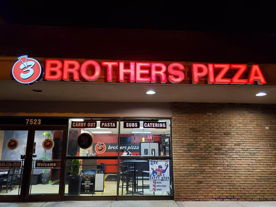 3 brothers pizza exterior