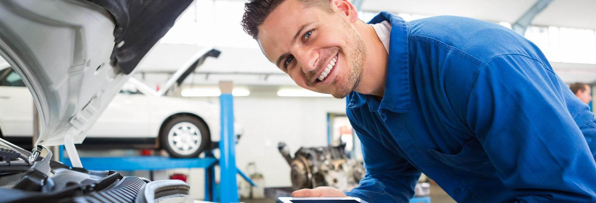 car-x auto and repair services cincinnati ohio and northern kentucky smiling employee