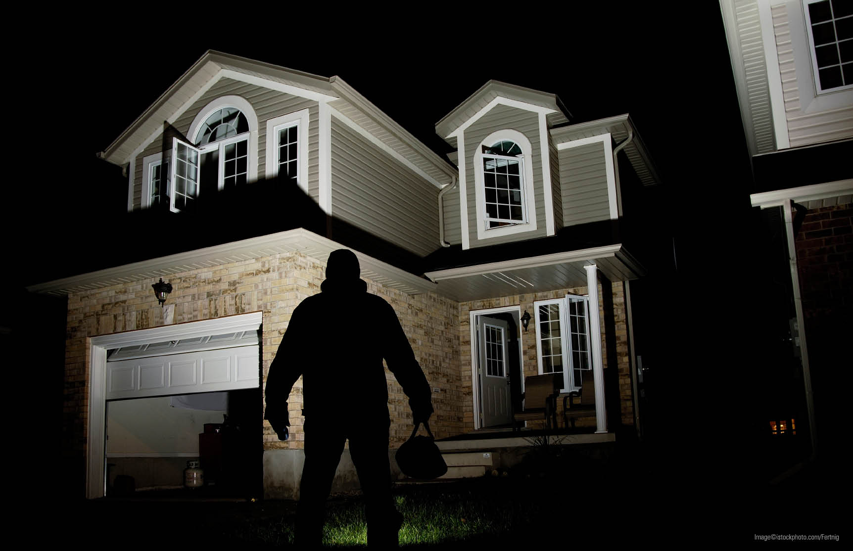 Burglar deterred by 4G alarm systems