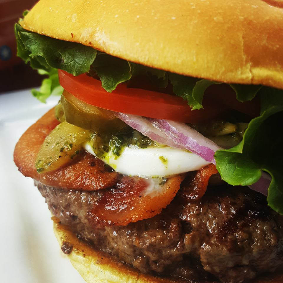Save on burgers with our restaurant coupons near Creve Coeur