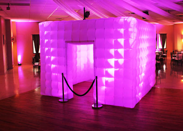Bubble booth photo booth with stanchion