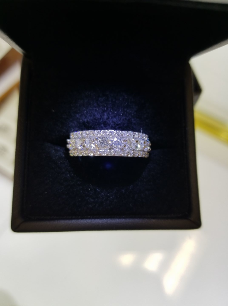 Diamond jewelry; wedding rings; engagement rings; anniversary gifts in Creve Coeur, MO