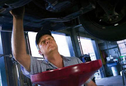 photo of mechanic changing oil at Big Ray's Quick Lube in Southfield, MI