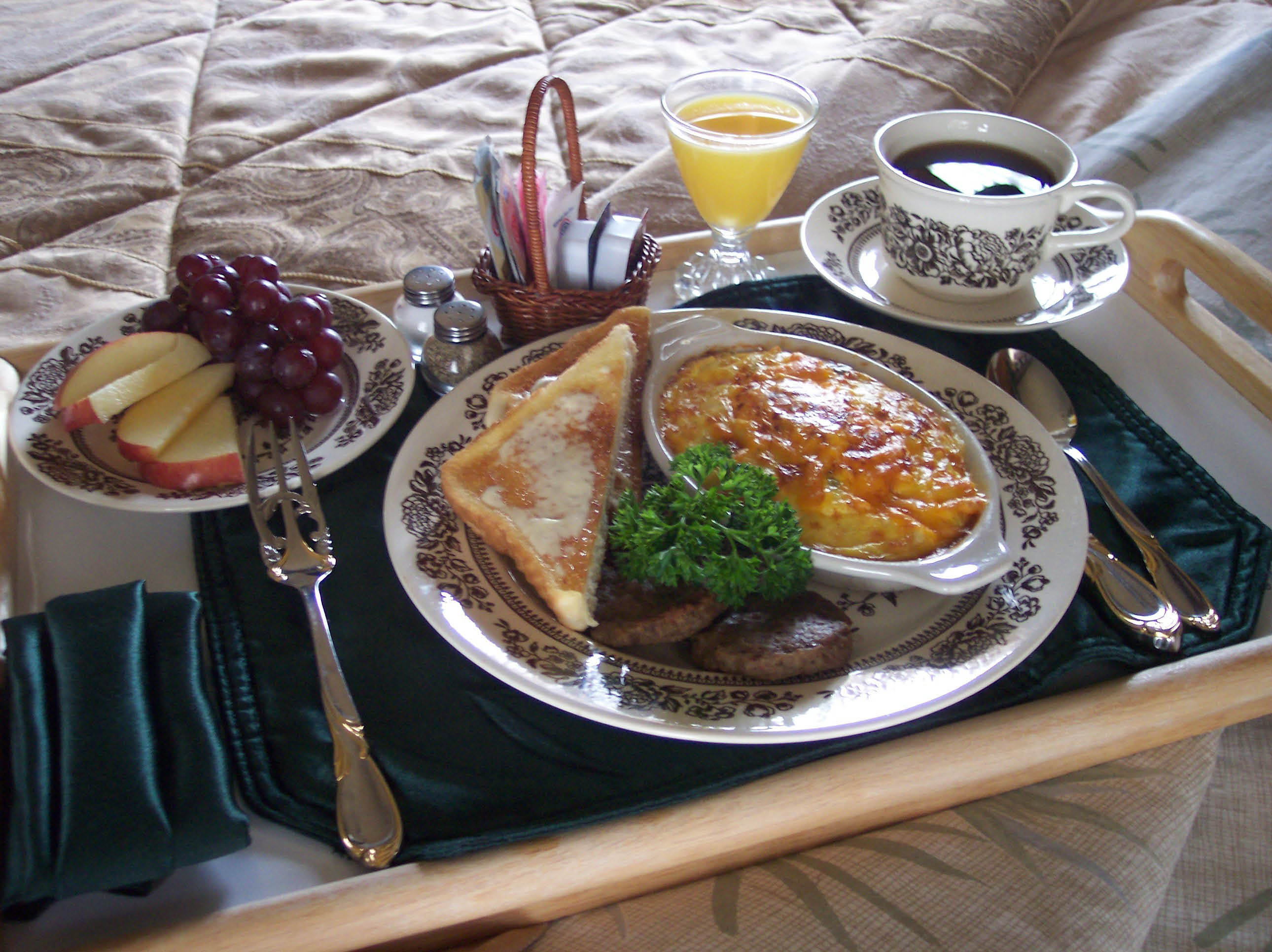 Full breakfast with a choice of entrees, serving times and breakfast in bed!