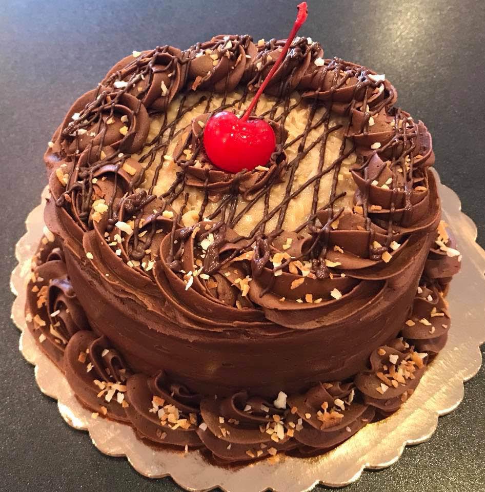 chocolate-almond-round-cake-birthday-bakery-Missouri