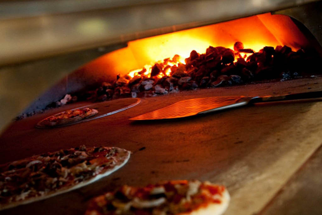 Pizza Coupons in Livingston, NJ - Coupons for pizzeria in Livingston, NJ - Livingston, NJ Calabria Coupons