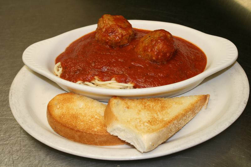 Spaghetti and meatballs served with garlic toast