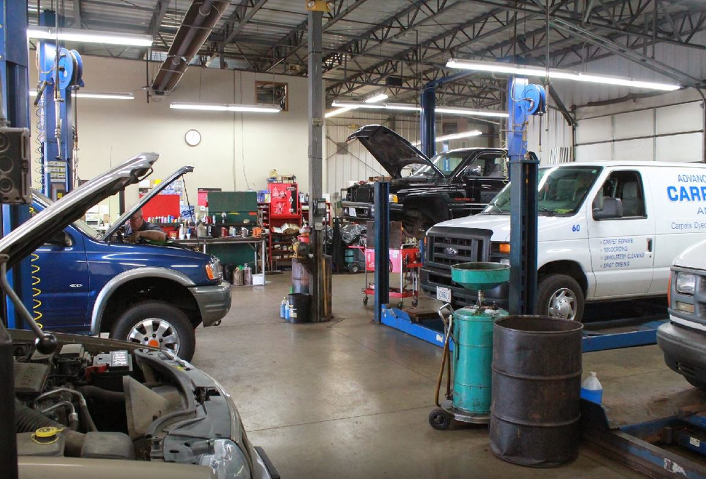 auto mechanic performing engine repair; tune-ups; auto maintenance; Casey Auto near auto repair, auto maintenance near Aurora, IL