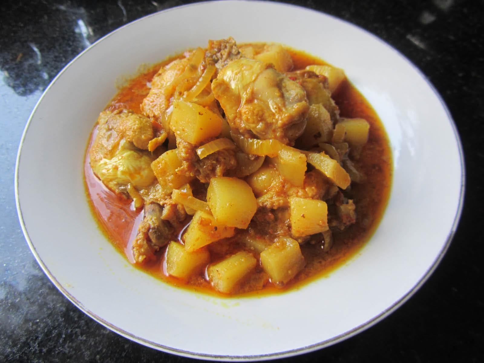 Chicken Vindaloo entrée at Mehran Indian Restaurant in Newark CA