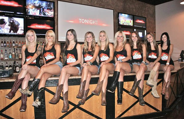 Cogburn's Big Wings Gilbert AZ, Girls