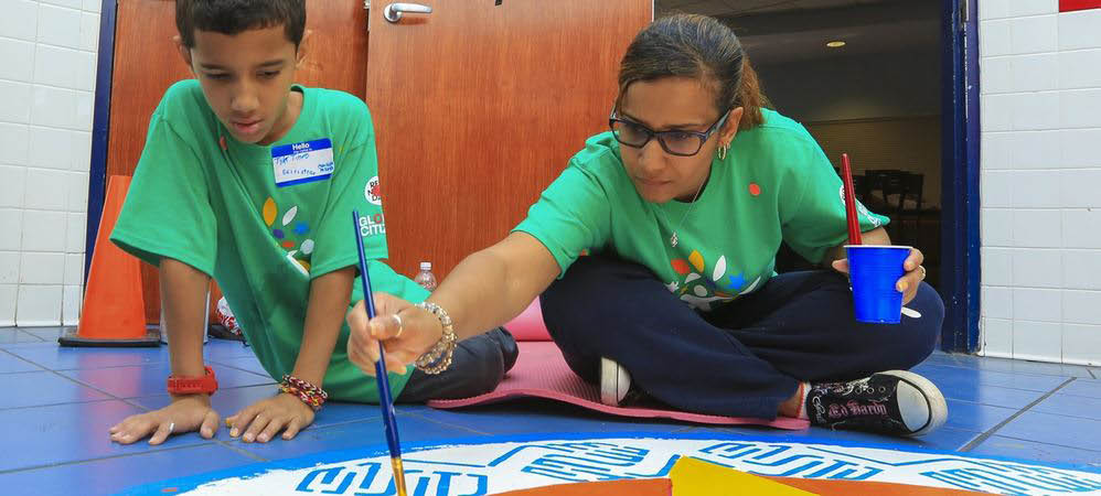 It is the nation's largest single-day corporate volunteer effort. In 2017, more than 6,200 volunteers in the Greater Chicago Region came together at 77 projects across Illinois, northwest Indiana and southwest Michigan.