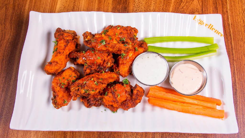 Best chicken wings with celery & carrots
