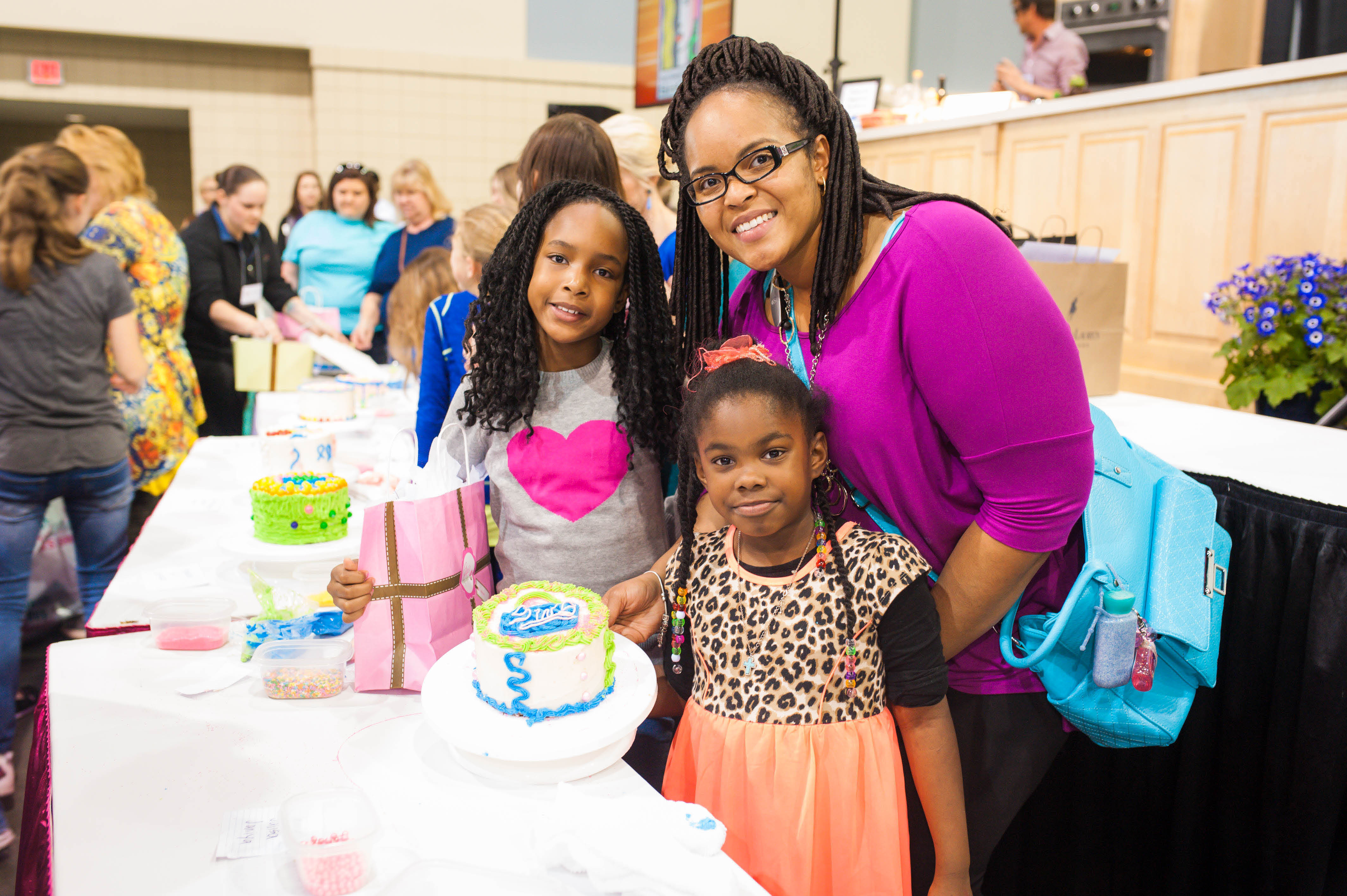Enter the mother/daughter cake decorating contest