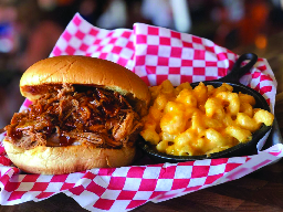 pulled pork sandwich & mac and cheese