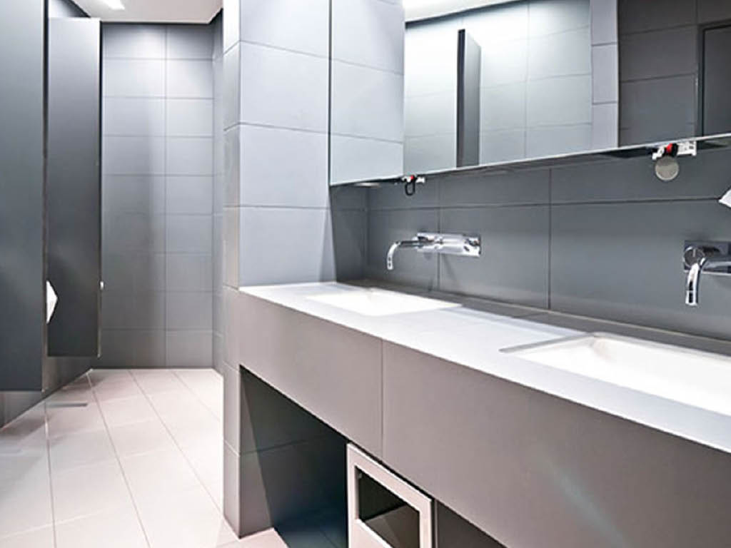 DeFreita's Cleaning Services LLC bathroom cleaning