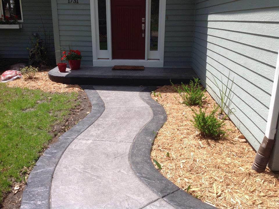 Decorative step and sidewalk by Driveway Repair Inc.