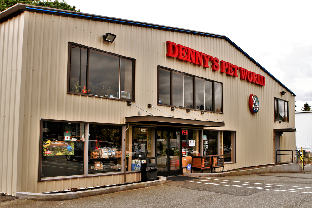 Outside Denny's Pet World in Kirkland, WA - Kirkland pet stores - pet stores in Kirkland - Denny's Pet World exterior