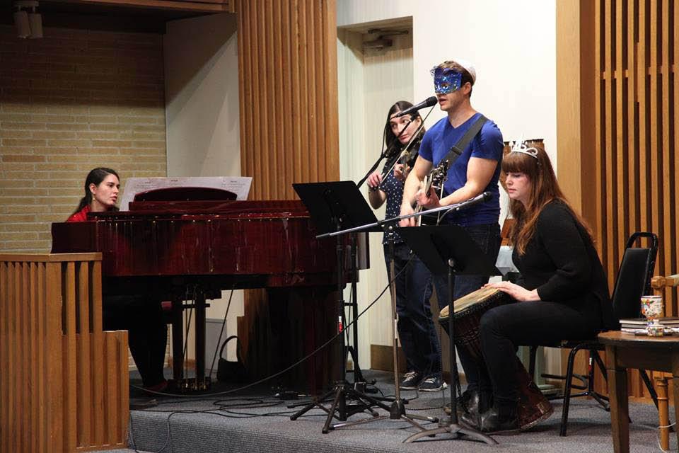 worship at synagogue in Skokie