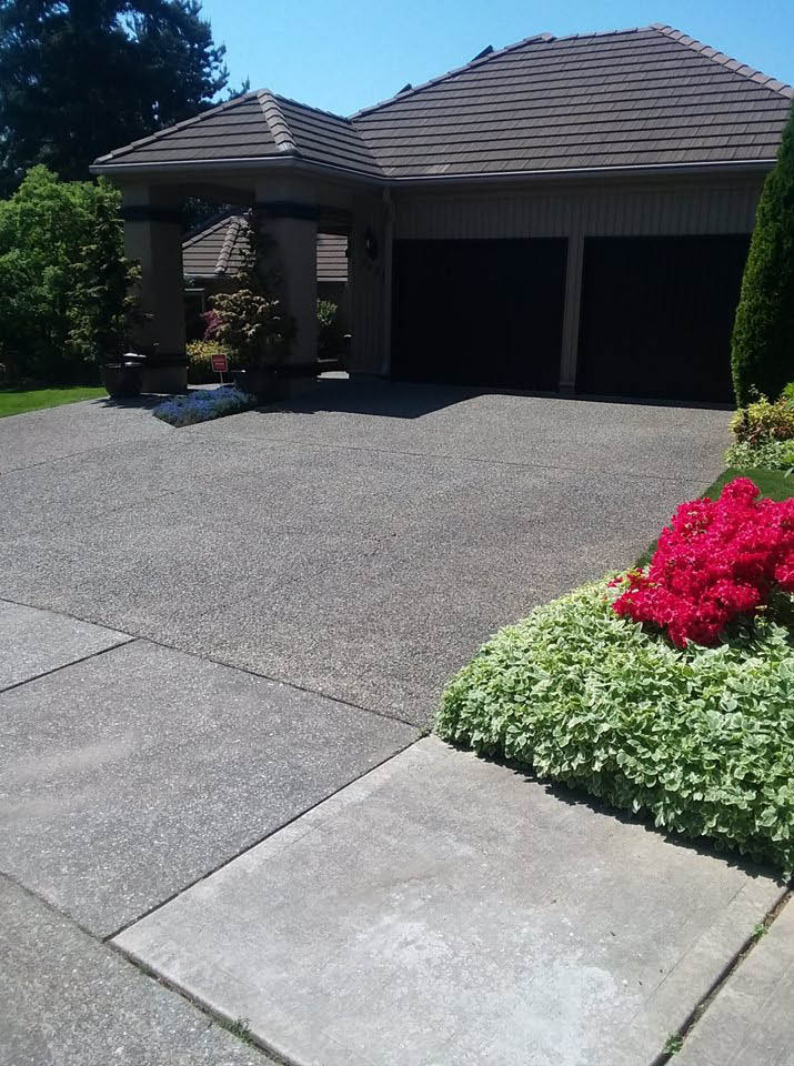 Shine Power Wash - Pressure washing of a driveway - driveway cleaning - professional pressure washing - professional pressure washers - Snohomish County - King County