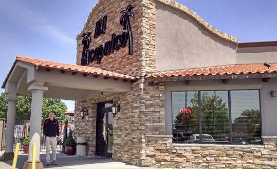 Entrance to El Acapulco Mexican Restaurant in Poplar Bluff MO