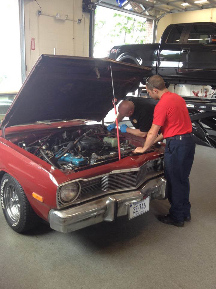 Let Economy Oil Change staff do complete auto maintenance on your vehicle