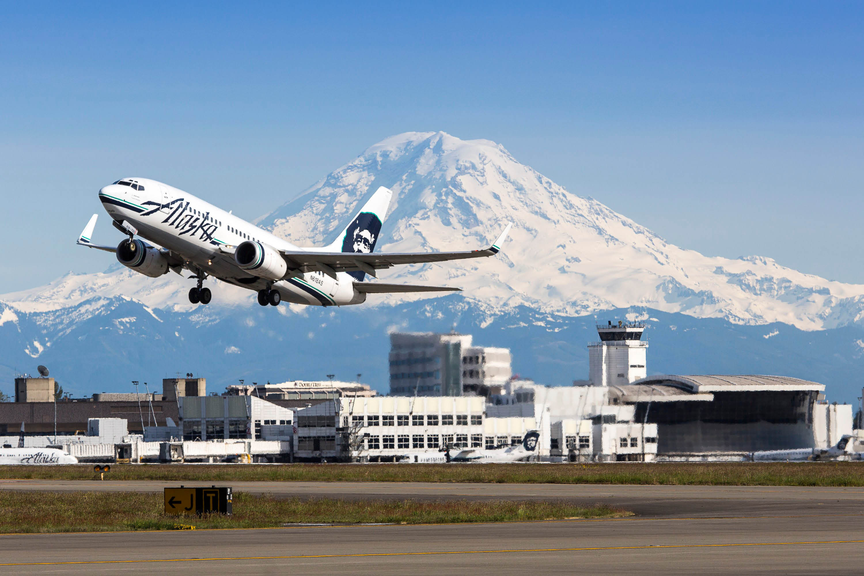 Seatac Airport with Mount Rainier in the background - transportation to Seatac Airport with Eric's Airport Access - Seattle, WA