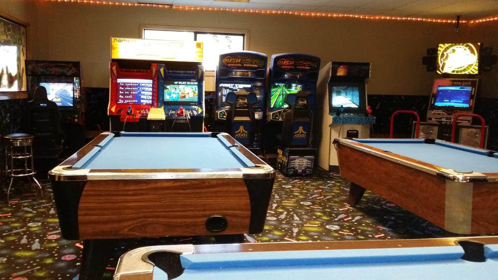 Evergreen lanes offers an arcade and pool games - billiards at Evergreen Lanes - video games at Evergreen Lanes - Everett, Washington