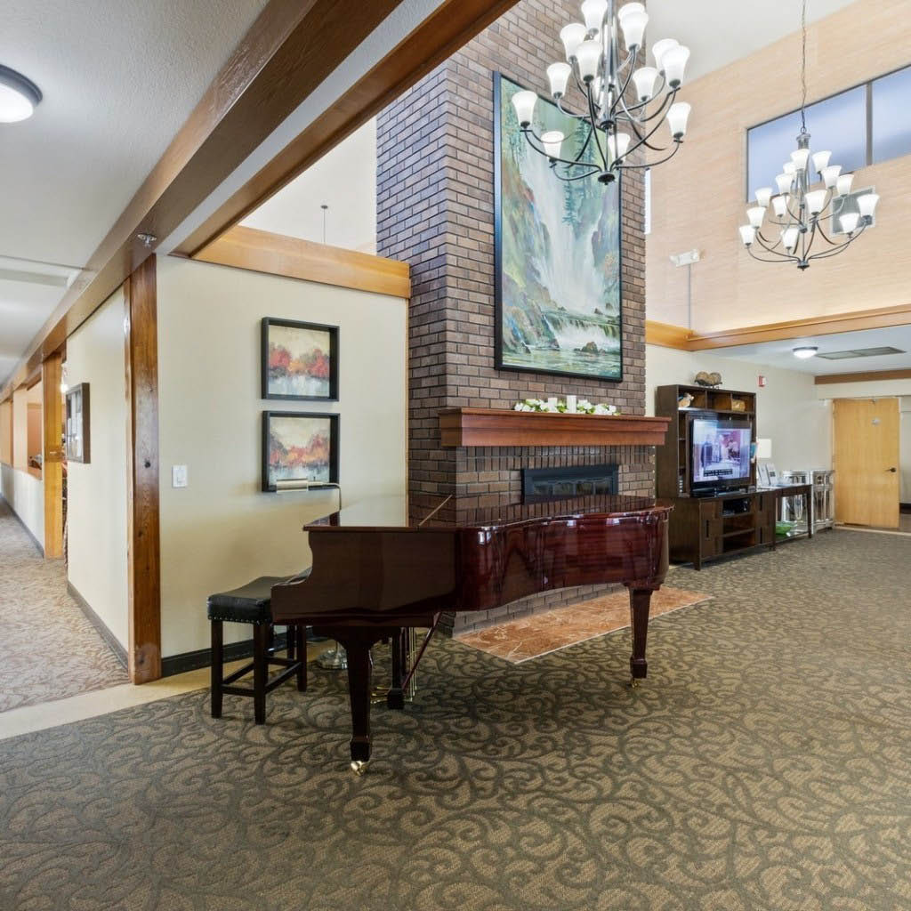 Farrington Court in Kent, WA is a beautiful senior living community - common room with a piano at Farrington Court - retirement communities near me - senior living communities near me - assisted living near me