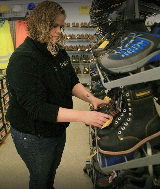 Huge selection of work boots and work shoes at Willy's Discount Workwear in Kent, WA and Federal Way, WA