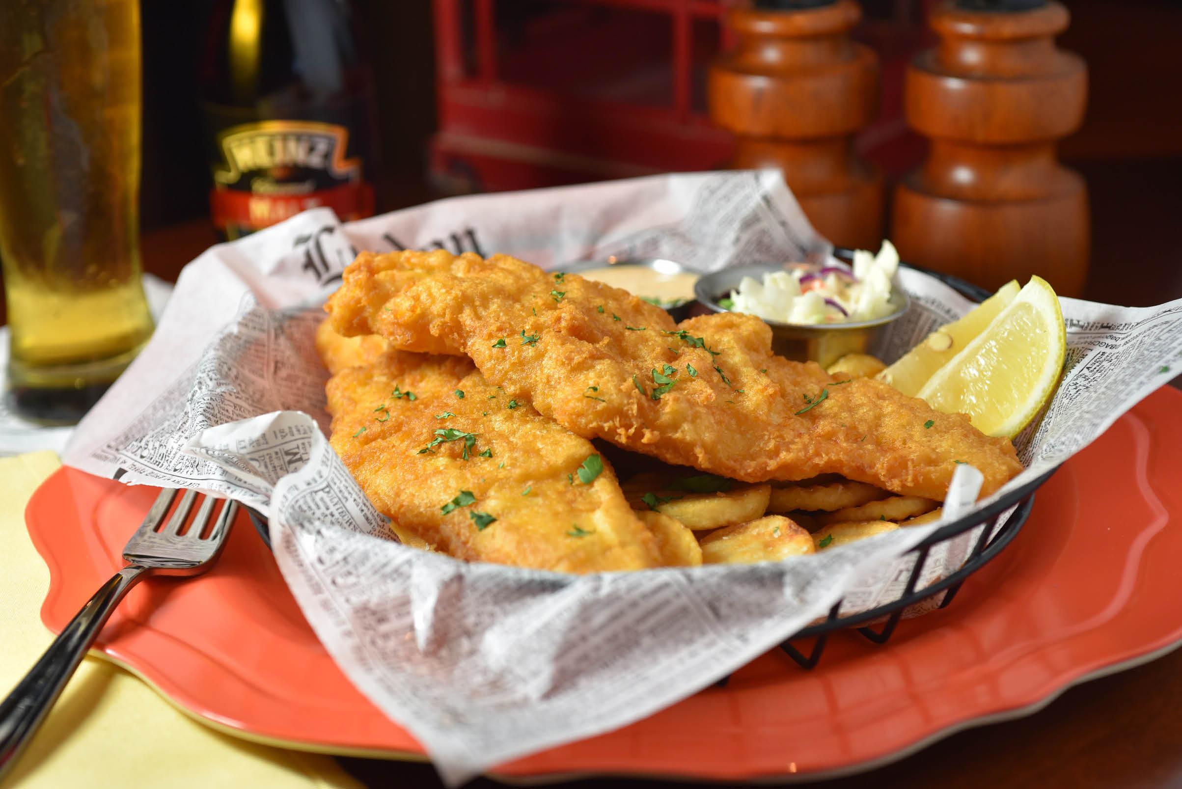 fish,chips,burgers,beer,outdoor patio,chicken,fajitas,ribs,eggs,
