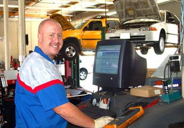 Friendly staff at Richi's Automotive in University Place, WA - family owned car repair & maintenance business - University Place auto repair near me - University place auto service near me