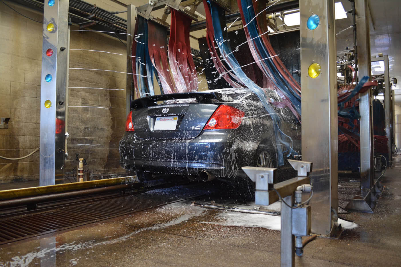 Fast, efficient and clean car wash in Brentwood