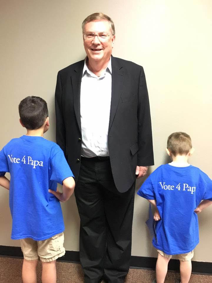 George Hurst and his grandchildren - Vote for George Hurst for Mayor of Lynnwood in November - Lynnwood, Washington