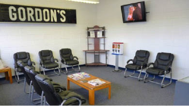 Picture of waiting area at Gordon's #1 Service near Brookfield, WI