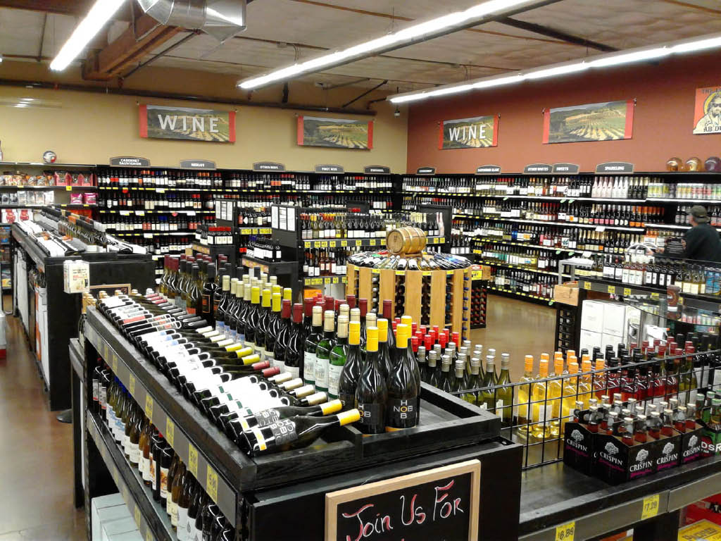 Huge wine selection at the Renton Grocery Outlet - Renton, WA - Grocery Outlet coupons near me - supermarkets near me - Grocery Outlet near me