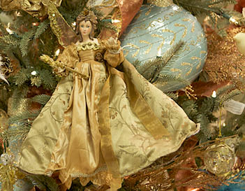 Holiday-Christmas-Tree-Decorations-Opdyke-Furniture