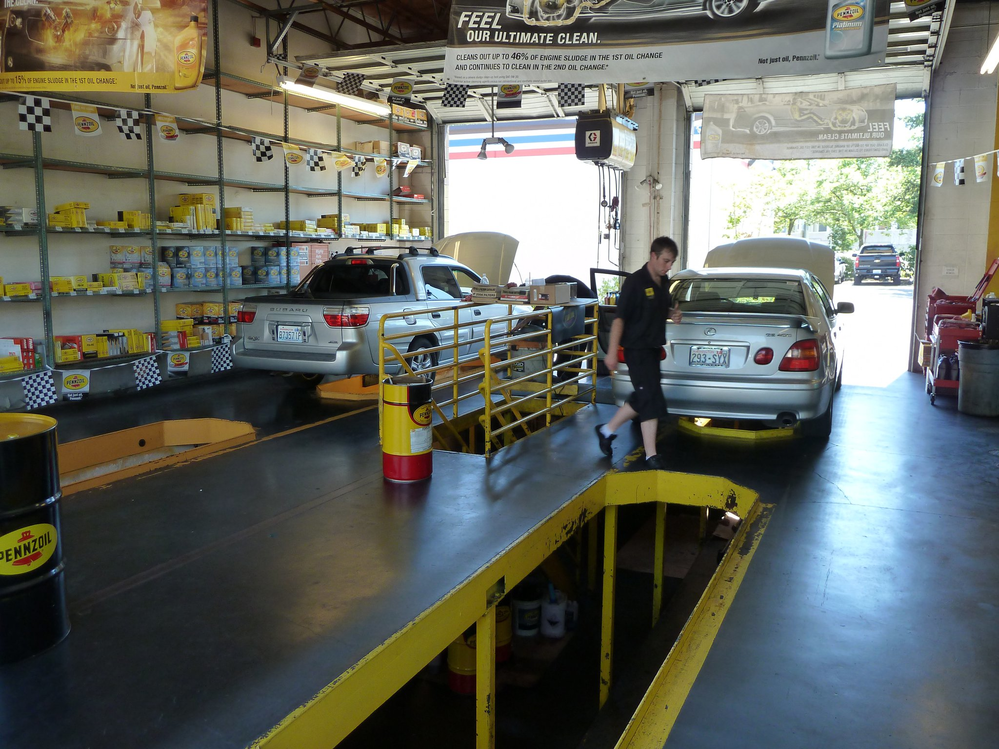 Inside Pennzoil 10 Minute Oil Change in Redmond, WA - oil changes - auto repair - auto maintenance