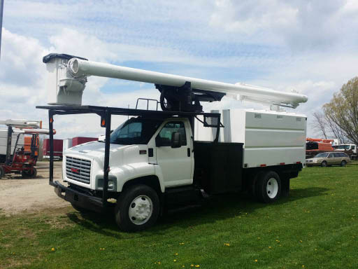 Bucket truck for tall and big trees