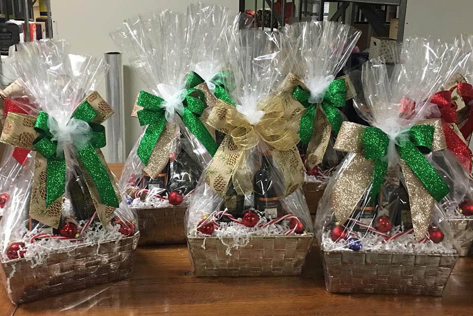 La Bella's wine, beer and liquor holiday gift packages