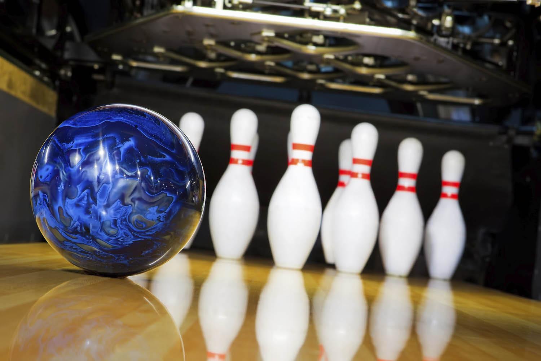 Enjoy bowling at Bowlero Lanes in Lakewood, WA - bowling in Lakewood - Lakewood bowling alley