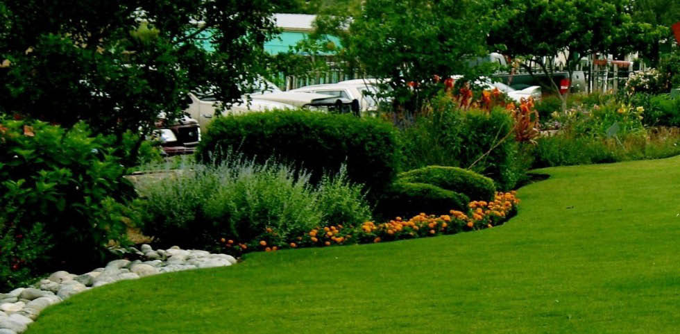 Make your lawn green and clean with high quality products & service from Green Keepers.