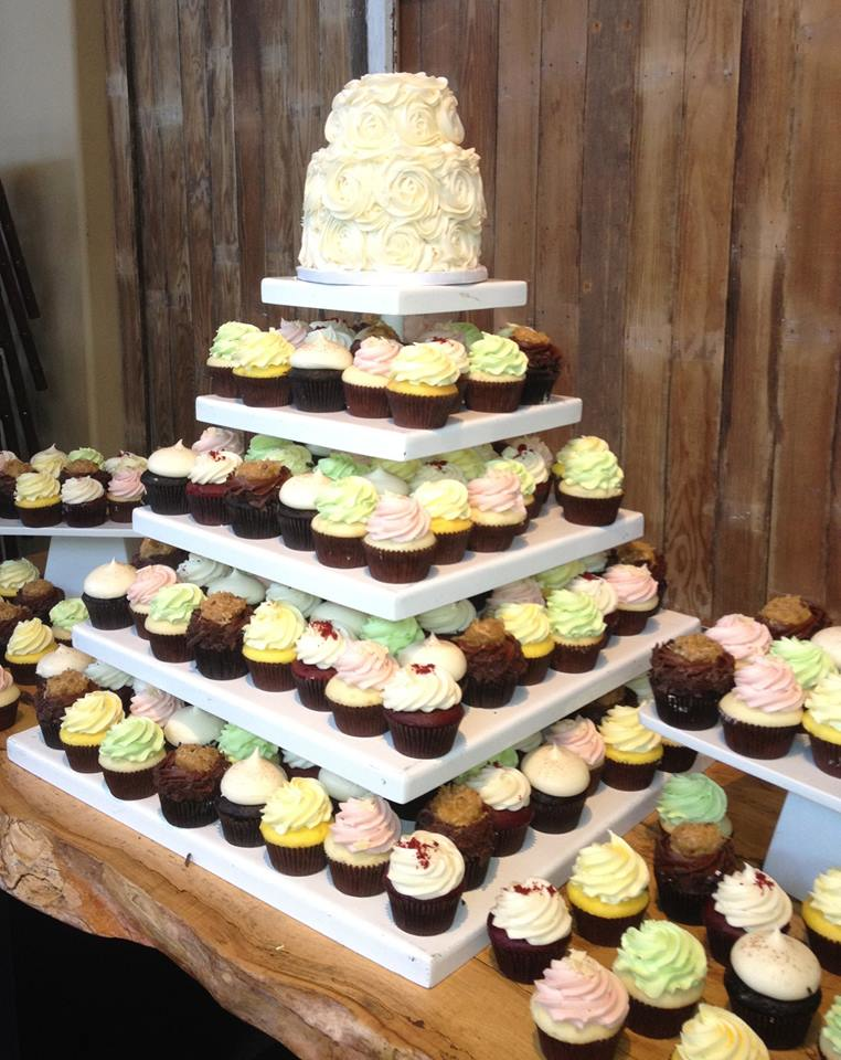 Cakes and cupcakes for weddings and birthdays and parties - PinkaBella CupCakes in Lynnwood's Alderwood Mall