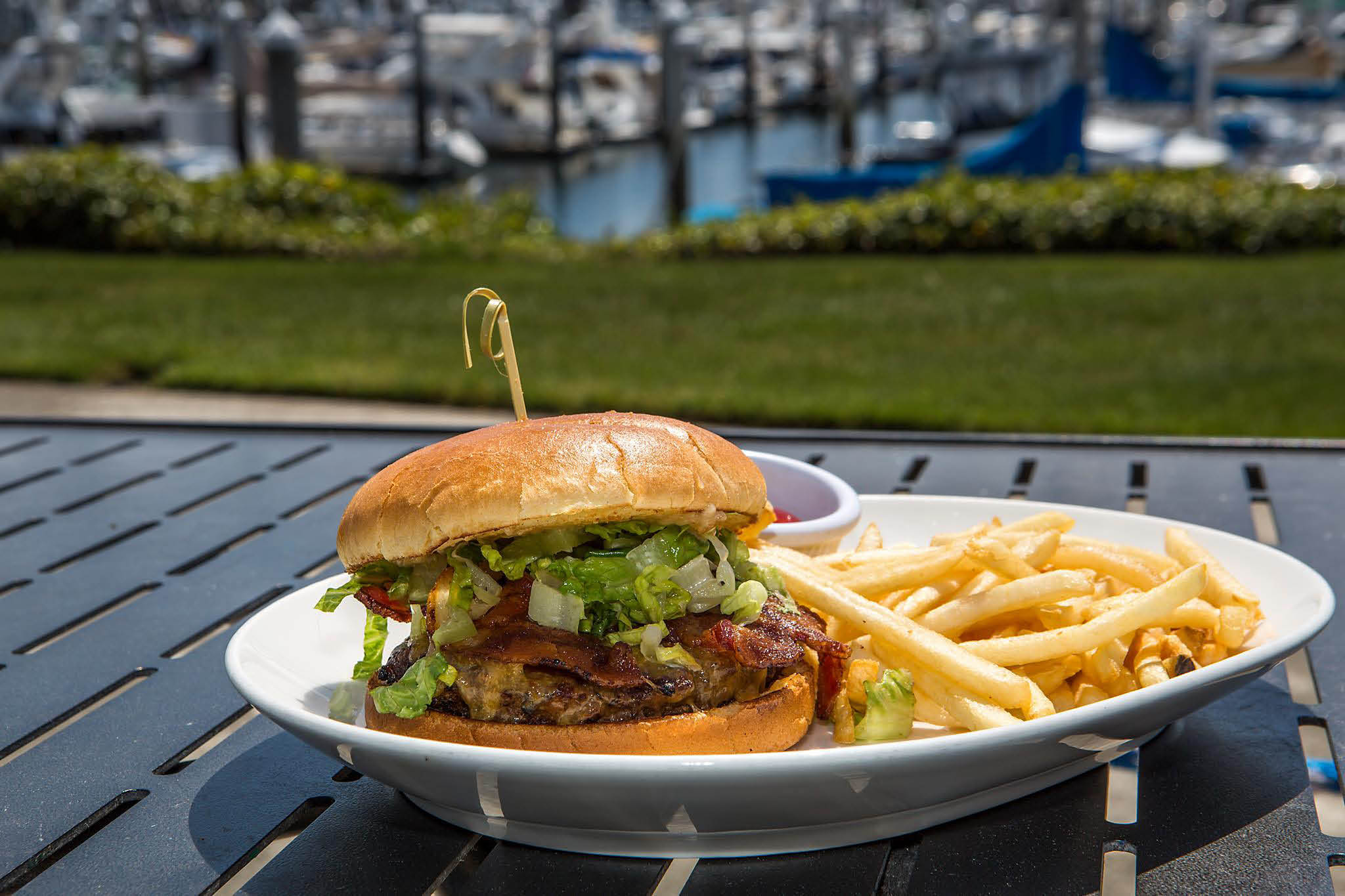 Maggie Bluffs Marina Grill - Seattle, WA - hamburgers - sandwiches - great views of the Seattle waterfront - Seattle restaurants
