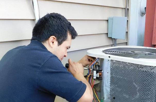 duct cleaning technician in Chicagoland