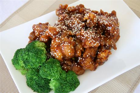 Sesame seeds and chicken with broccoli