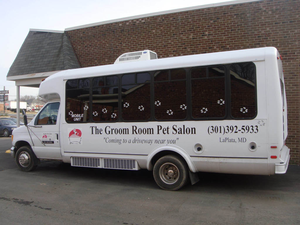 mobile dog groomer, pet groomer, pet sitting