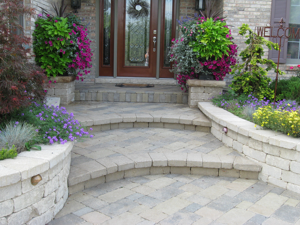 Pavers and retaining wall near Aurora, IL