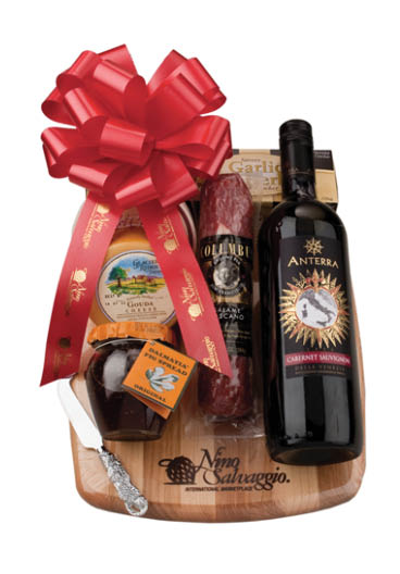 photo of a gift basket from Nino Salvaggio in Clinton Twp, Troy and St. Clair Shores, MI