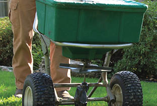 Organic Grass Care uses natural fertilizing solutions